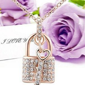 Jewelry - 🌺Nwt 18k Posh Pick Crystal Rose Gold Necklace!🌺
